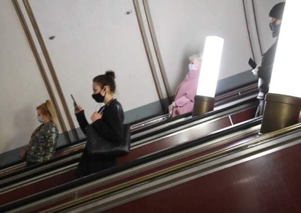 На двух линиях московского метро вводят солидную скидку на проезд между утренними часами пик