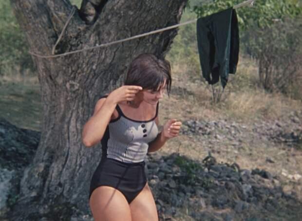 Наталья Варлей в купальнике.jpg