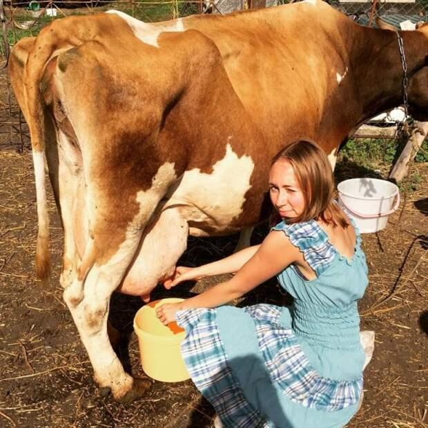 Девушки - колхозницы