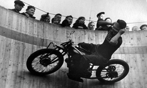 Белая ворона СССР, аттракцион, мотоциклы, цирк