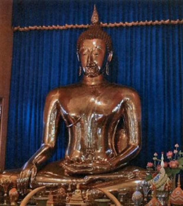 Золотой Будда в храме Ват Таймит Бангкок. XIII в.