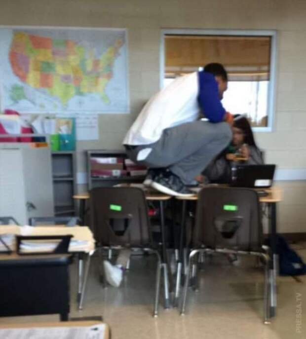Забавные позы учителей на уроках