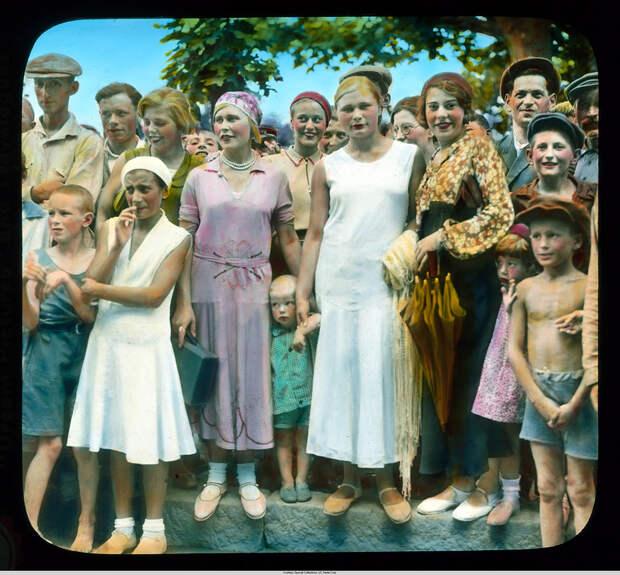 5. Группа молодых украинцев.