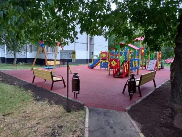 На Енисейской и Олонецком появились новые площадки для спорта и отдыха