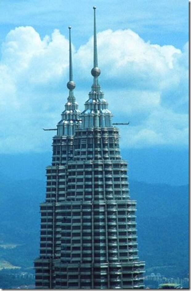 KUL Petronas Twin Towers top_b