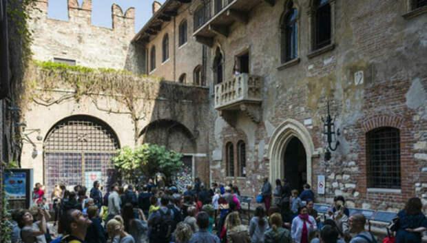 Фальшивые достопримечательности, собирающие толпы туристов, готовых поверить в любые сказки