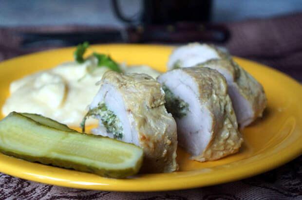 Фото к рецепту: Рулет из филе индейки в глазури
