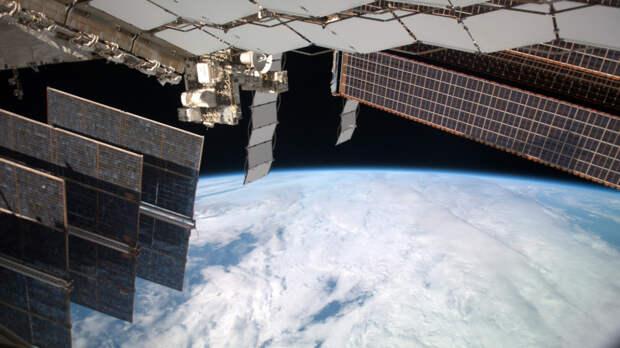 Российские ученые отказались от одной из версий утечки воздуха на МКС