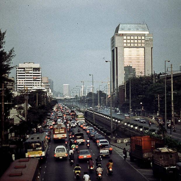 И Бангкок 1992-го тоже пришёл к успеху: 1992, СССР, дорожное движение, капиталистические страны, прошлый век, соц. страны, страны третьего мира, улицы
