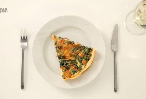 Фото приготовления рецепта: Киш лорен со шпинатом - шаг 4