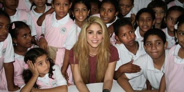 Знаменитая певица Шакира строит школы в самых бедных районах Южной Америки