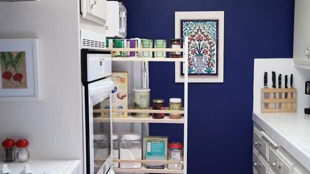 Отличное решение по полезному использованию места между шкафом и холодильником