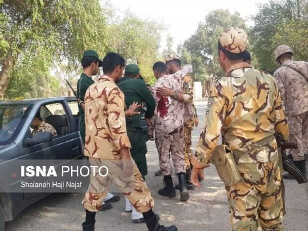 На военном параде произошёл теракт: есть убитые и раненые (ФОТО, ВИДЕО)