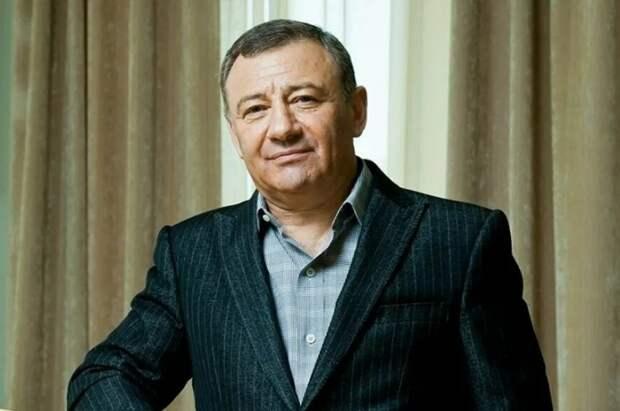 Аркадий Ротенберг заявил, что владеет Спасской башней Кремля и частью Алмазного фонда
