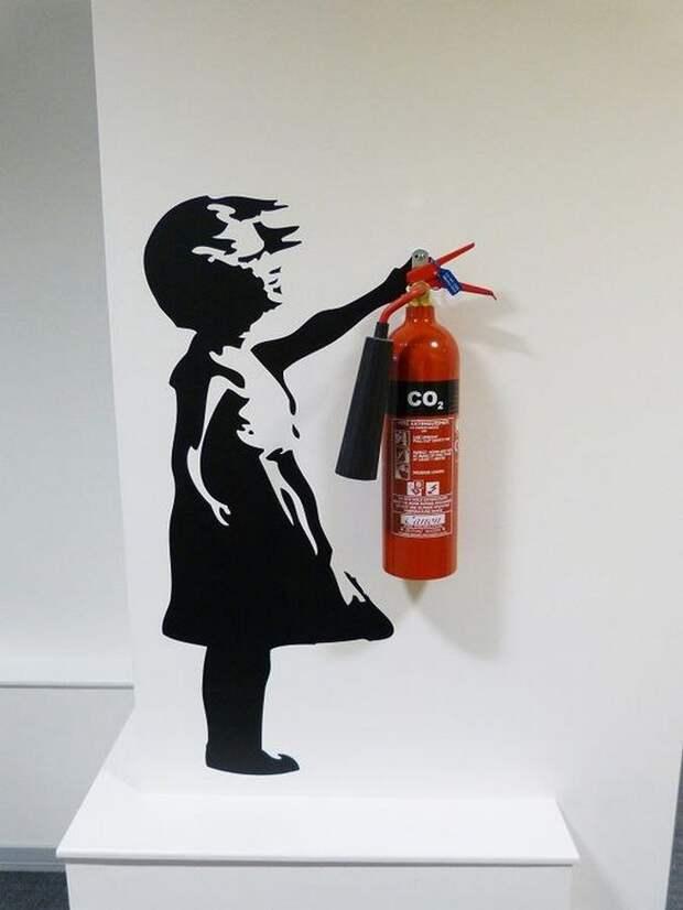 Огнетушитель как элемент дизайна в офисе