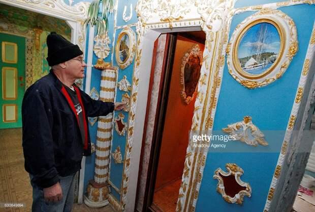Версаль в киевском подъезде.