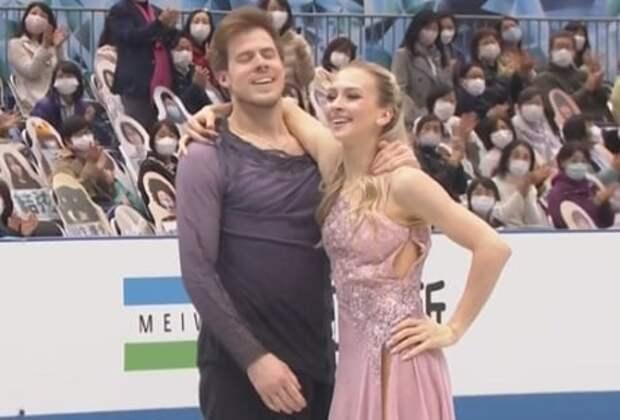 У Синициной расстегнулось платье во время произвольного танца на командном чемпионате мира-2021
