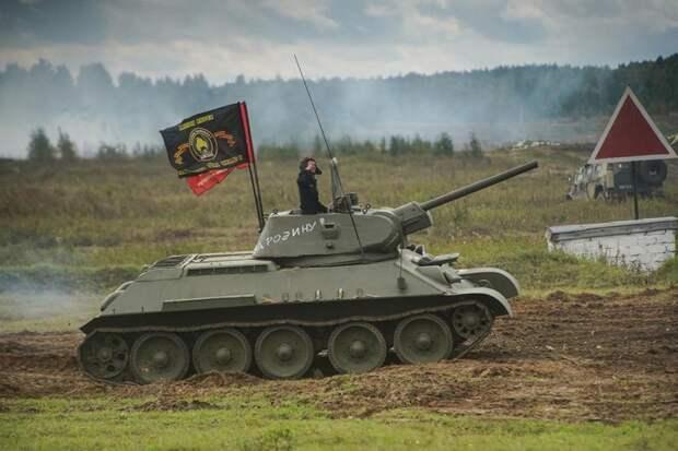 На Южном Урале впервые показали танковый таран на ретротехнике