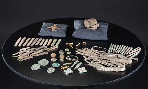 Археологи раскрыли секрет 1000-летнего креста, похороненного в шотландском поле
