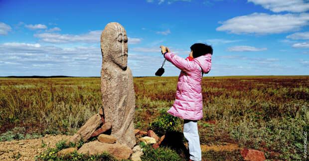 К сожалению, количество каменных изваяний, расположенных в степи, с каждым годом уменьшается. Многие из них...