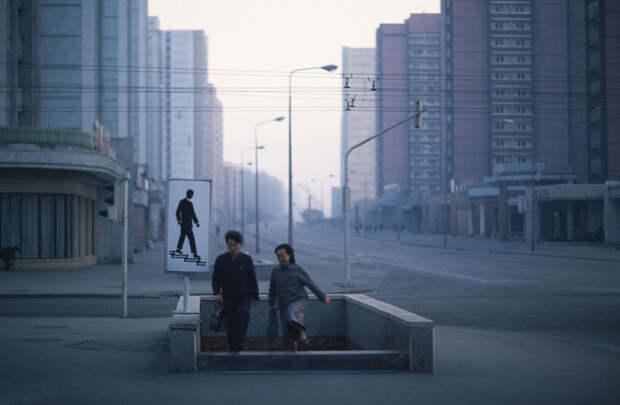 Просто шедевральное фото Пхеньяна 1992 года: 1992, СССР, дорожное движение, капиталистические страны, прошлый век, соц. страны, страны третьего мира, улицы