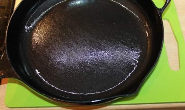 Узнал идеальный способ подготовки чугунной сковороды. Покрытие сало лучше любого тефлона