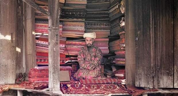 мусульманин продает ковры