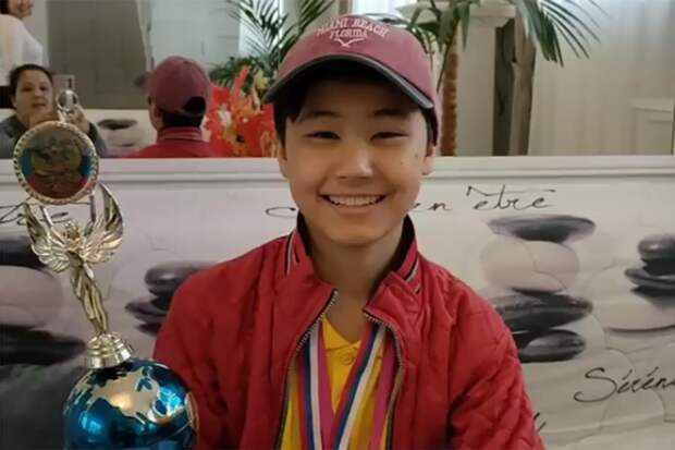Школьник из Казахстана победил на международном конкурсе маникюра