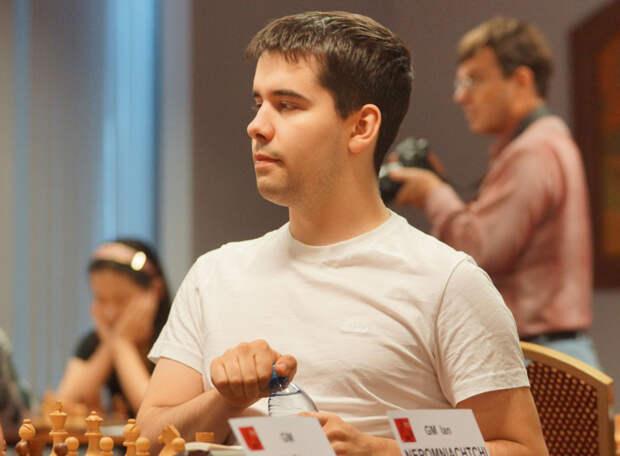 А теперь - бой с Карлсеном! Россиянин Ян Непомнящий досрочно выиграл турнир и в матче за шахматную корону встретится с венценосцем из Норвегии