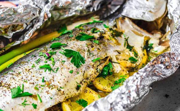 Маринуем и запекаем скумбрию: рыба становится вкуснее семги