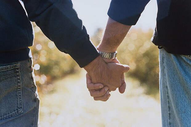 Семейство геев замечено в Севастополе (ФОТО)