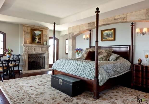 Старинный сундук в спальне