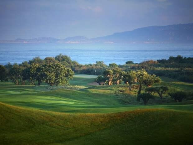 Олеотерапия и гольф: чем заняться в Греции осенью?