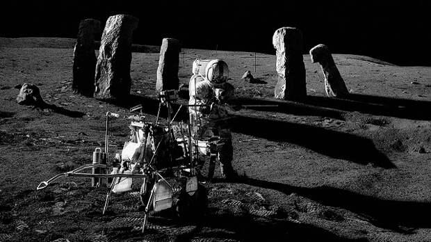 На нашей Луне есть кто-то еще