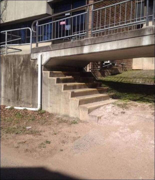 По этим лестницам никто не будет ходить