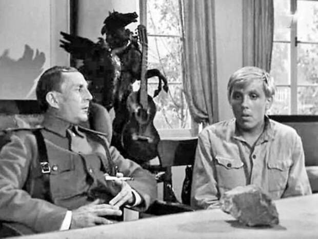 """Кадр из фильма """"Пакет"""". Мосфильм, 1965"""