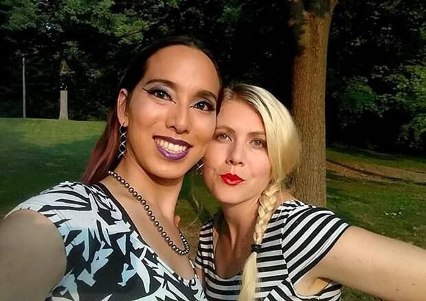 В США невестам-лесбиянкам на свадьбе подожгли платья