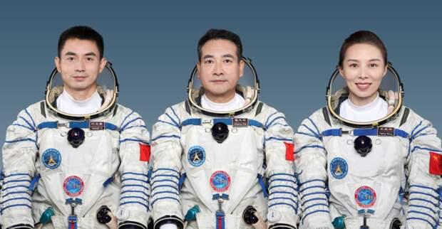 Китайские астронавты зашли на борт космической станции «Тяньхэ»