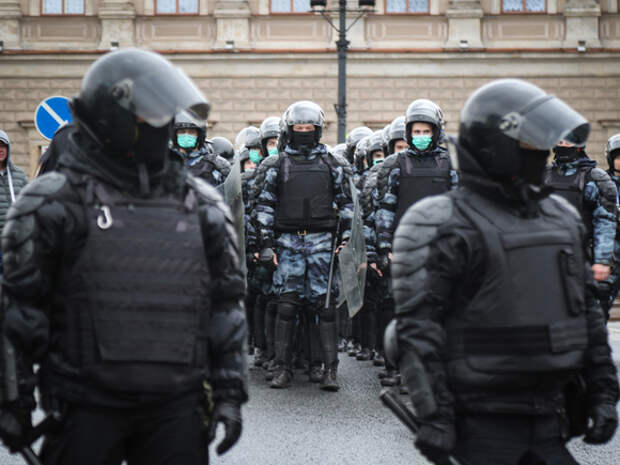 Петербургская полиция назвала законным применение электрошокеров против участников протестов в защиту Навального