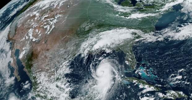Потенциально катастрофический ущерб: на США надвигается мощный ураган
