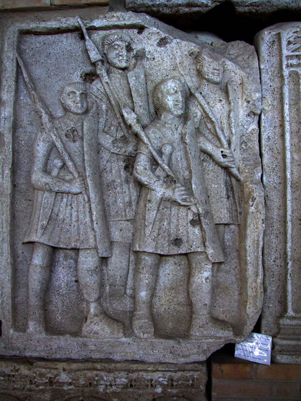 Римские легионеры на метопах Трофея Траяна из Адамиклисси - Жало римских легионов | Warspot.ru