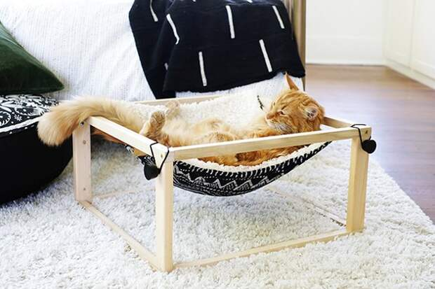 Красиво и просто: уютный гамак для домашнего любимца