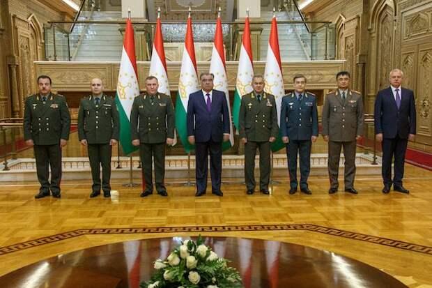Министры обороны стран ОДКБ провели встречу с президентом Таджикистана