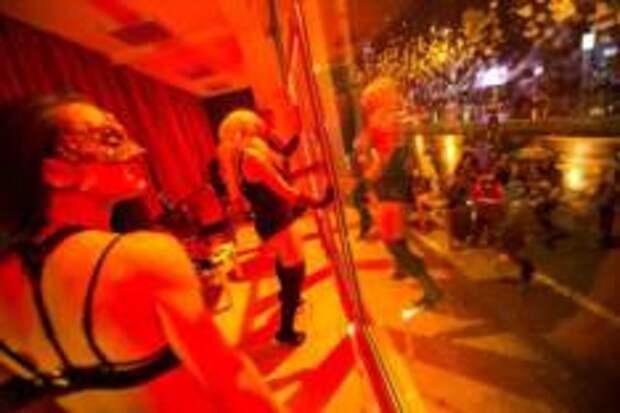 Стало известно, когда закроют Квартал Красных фонарей в Амстердаме