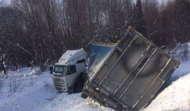 Дальнобойщик изОрска терпит бедствие натрассе вКировской области