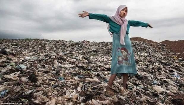 SМир грязи Как 3000 семей с детьми живут на огромной свалке