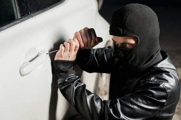 Владелец угнанного кроссовера пожаловался на бездействие полиции сразу трех регионов России авто, бездействие, полиция, угон