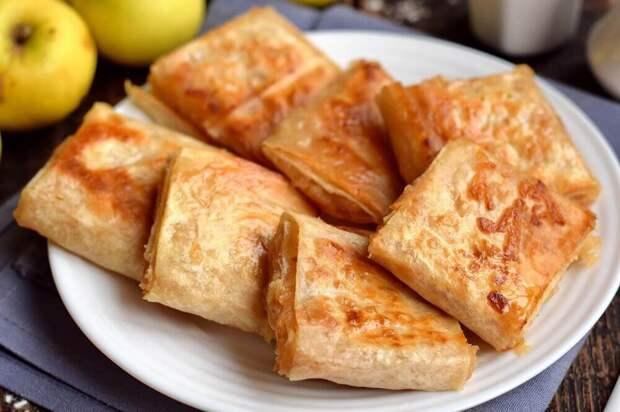 Жареные слойки из лаваша с яблоками
