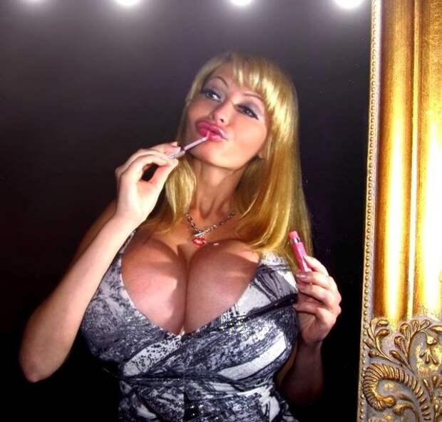 В Латвии живет самая красивая женщина на земле, по крайней мере она так считает