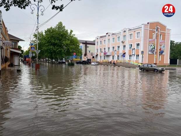 В Керчь привезли 300 продуктовых наборов для пострадавших от наводнения